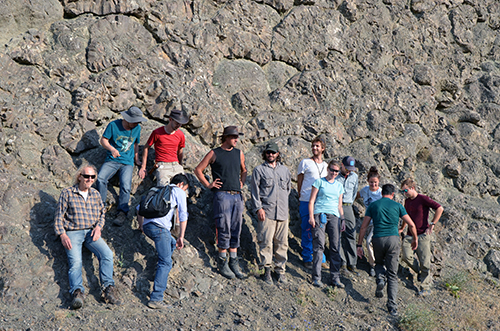 Group picture in front of beautiful pillow lavas in the Ulukisla basin